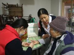 为空巢孤老送健康 同济志愿者走访暖人心