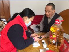 暖冬活动送爱心 同济医师走访慰问解放社区特困家庭