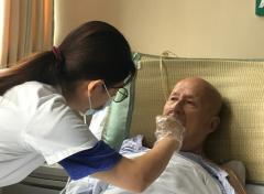 苏州同济医院康复记录-脑梗老人吞咽功能障碍医生一招助进食